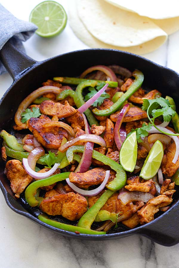 Juicy chicken fajita with Fajita seasonings, bell peppers and onions | rasamalaysia.com