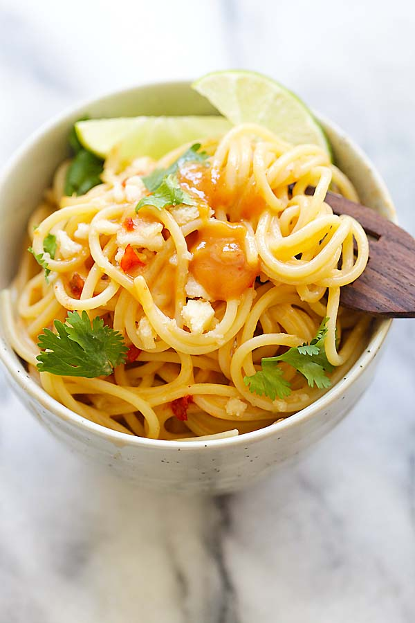 Thai Sweet Chili Peanut Noodles - quick noodles with a creamy and spicy Thai peanut sauce. Four ingredients and 15 minutes to make, so good | rasamalaysia.com