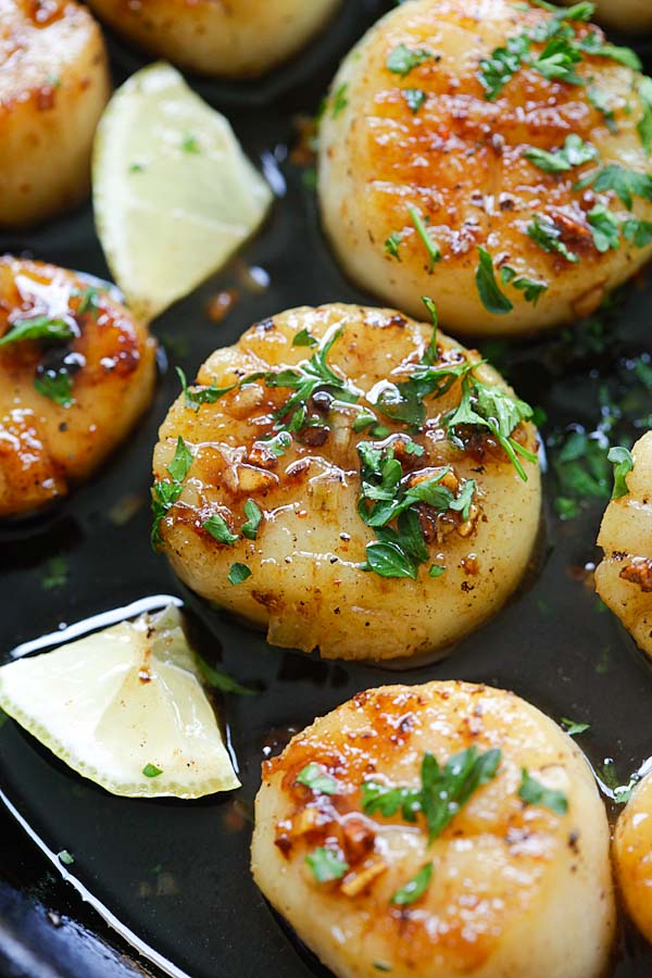 Close up seared scallops with brown butter and honey garlic glaze.