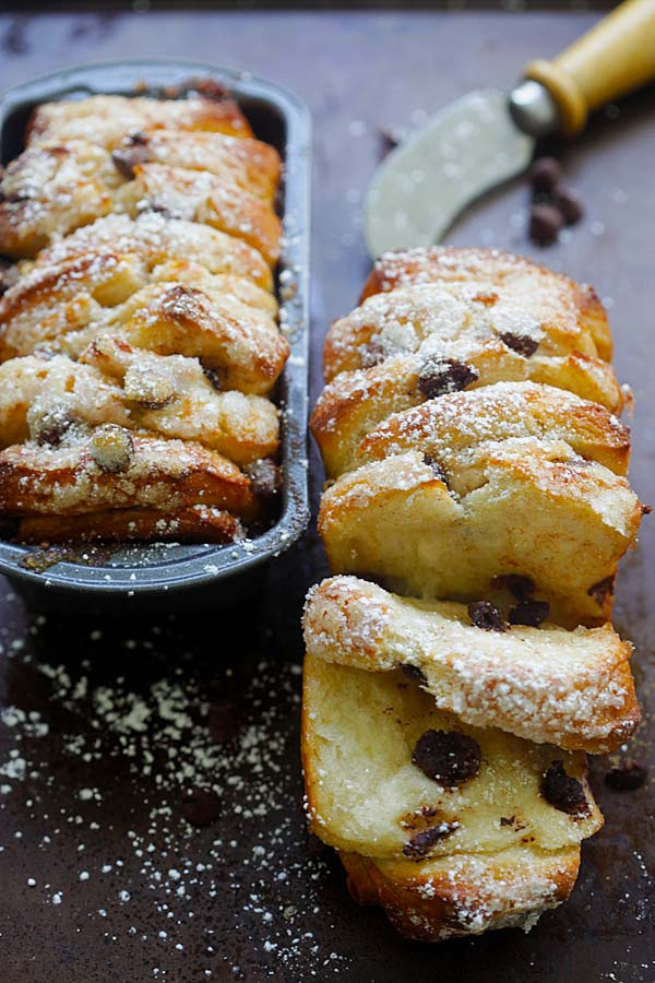 Easy and tasty baked pull-apart bread made with chocolate chips and cinnamon.
