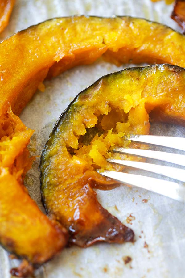 Honey Butter Roasted Pumpkin - best honey roasted pumpkin recipe, with butter and cayenne pepper. 3 ingredients only, perfect for Fall | rasamalaysia.com
