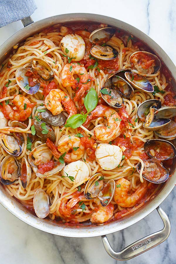 One Pot Seafood Pasta - easy seafood pasta cooked in one pot. Quick and delicious dinner that you can whip up in less than 30 mins | rasamalaysia.com