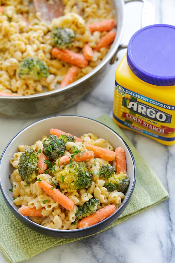 Mac and Cheese with Broccoli and Carrots - skillet Mac and Cheese loaded with healthy broccoli and carrots. Even the pickiest eaters like it | rasamalaysia.com