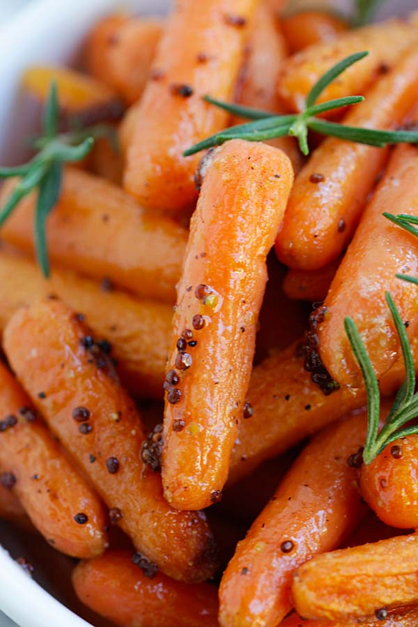 Maple Dijon Roasted Carrots - yummy roasted carrots recipe with maple syrup and dijon mustard. Easy peasy  and takes only 10 mins active time | rasamalaysia.com
