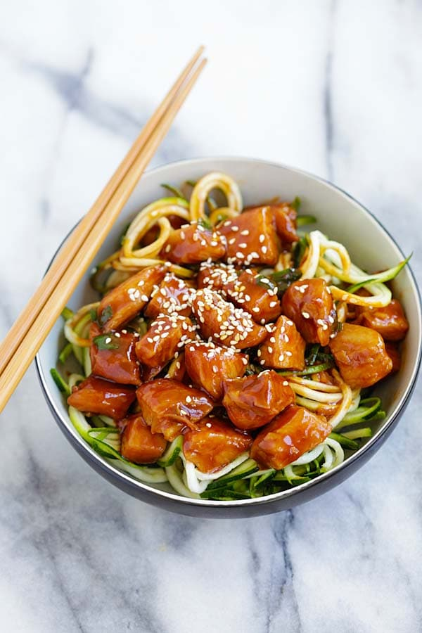 Honey Sriracha Chicken Zucchini Noodles - healthy zoodles with sweet ...
