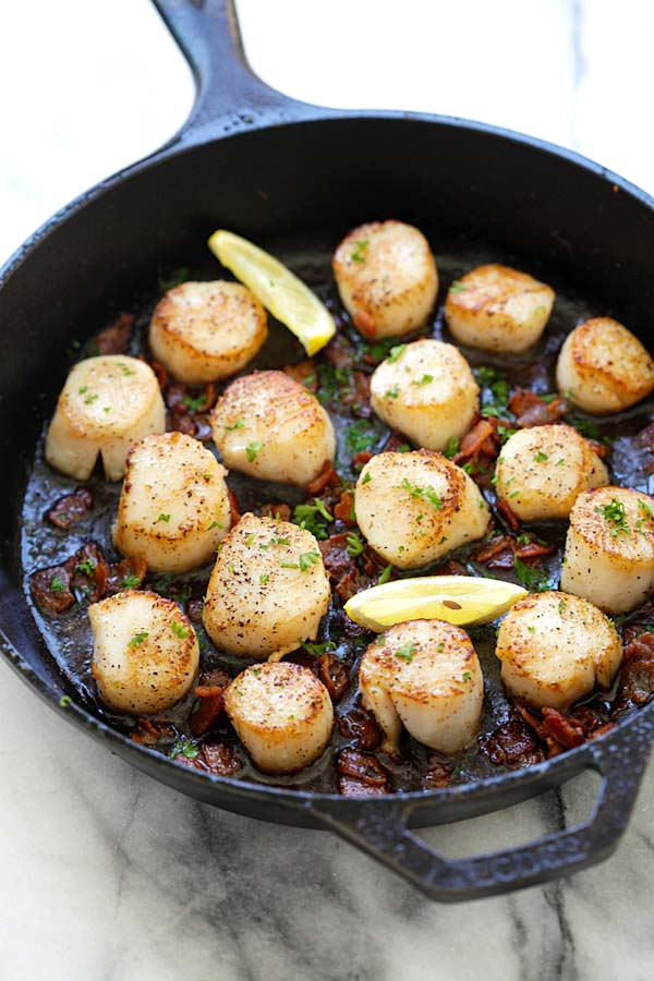 Seared Scallops with Bacon - easy seared scallops with crispy bacon bites in butter and lemon. Succulent, juicy, restaurant quality and much cheaper | rasamalaysia.com