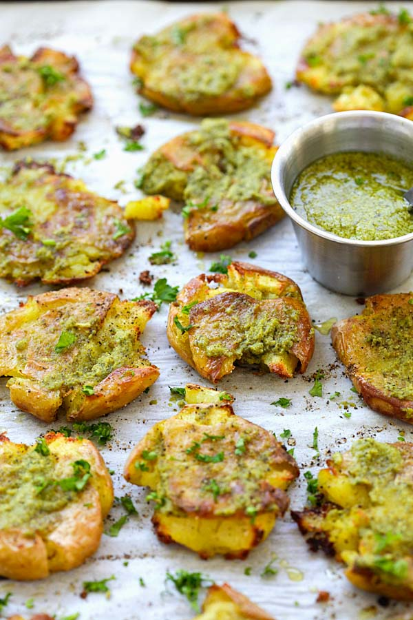 Garlic Pesto Smashed Potatoes - the best potatoes recipe ever with smashed baby potatoes topped with delicious garlic pesto. So good | rasamalaysia.com