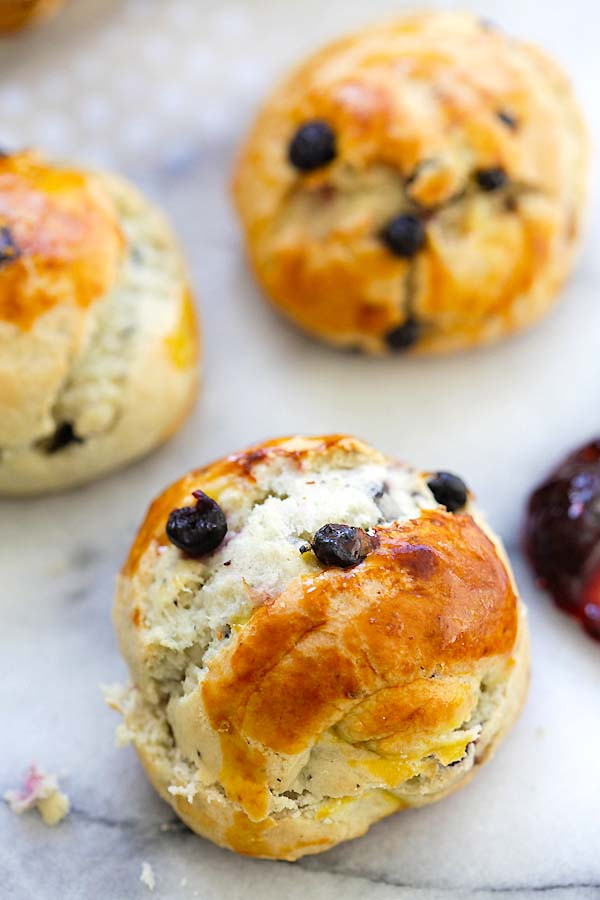 Easy and delicious homemade blueberries scones.