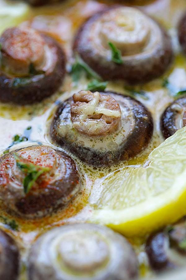 Creamy Lemon Parmesan Mushrooms - BEST mushrooms you'll ever make. Soaked in a creamy, cheesy and lemony Parmesan sauce. Perfect recipe that takes 15 mins | rasamalaysia.com
