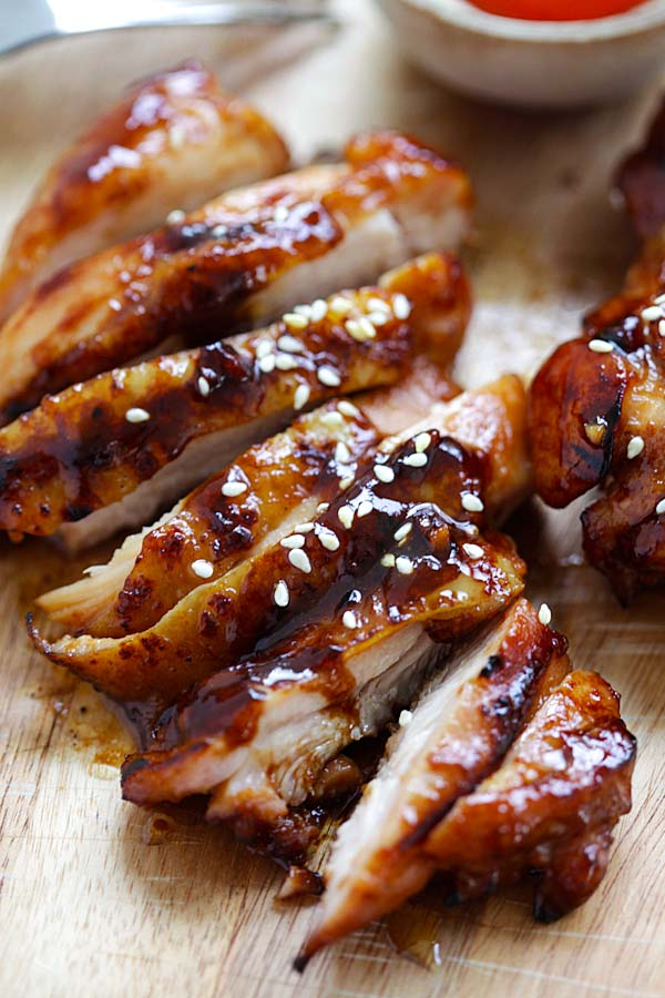 Hoisin Sriracha Chicken - Crazy delicious chicken dinner for the family! Marinated with hoisin, sriracha and honey. Takes 20 mins and so good | rasamalaysia.com
