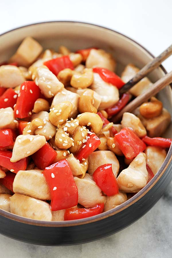Healthy and easy Asian stir-fry chicken cashew nuts.