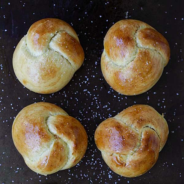 Challah Knots – pillowy soft yeast buns tied up in a knot. Easy and fail-proof challah recipe that yields amazing bread that you can't stop eating | rasamalaysia.com
