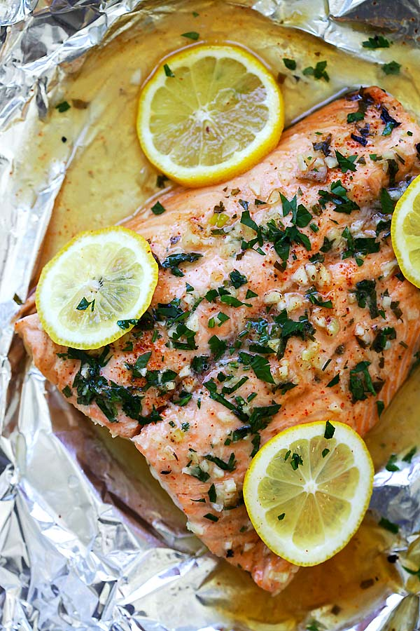 Easy and delicious foil-wrapped salmon recipe with delicious salmon in garlic lemon butter sauce.