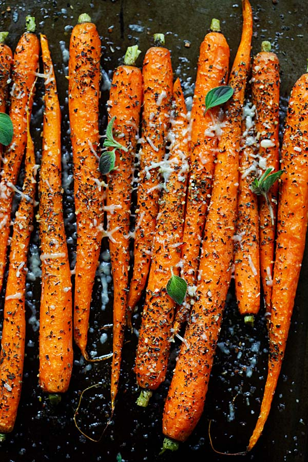 Italian Roasted Carrots - crazy delicious roasted carrots recipe with Italian seasonings, fresh herbs and Parmesan cheese. So easy to make | rasamalaysia.com
