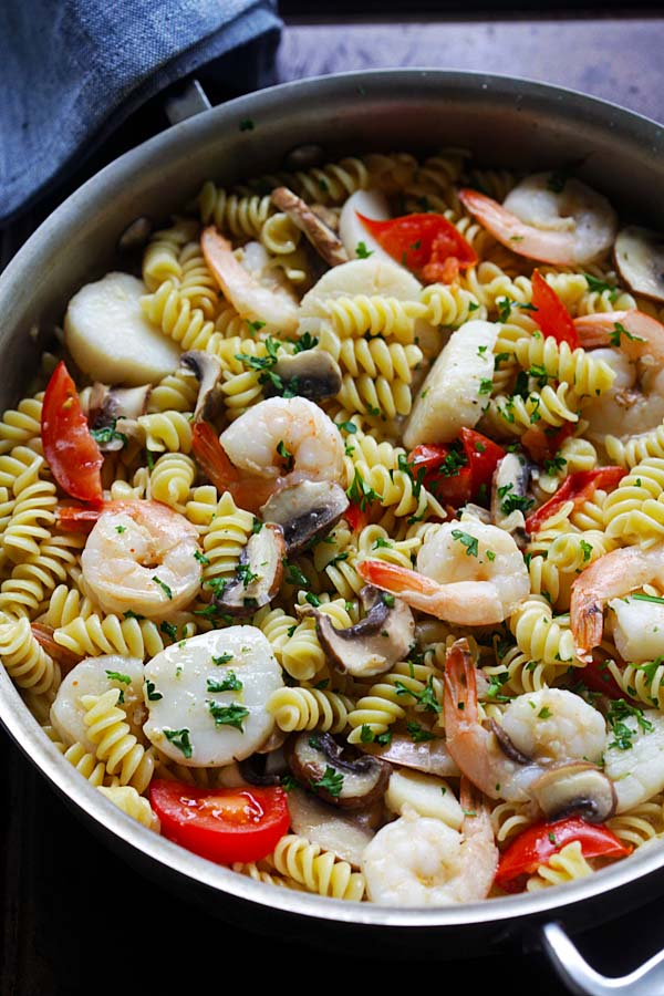 Scallop and Shrimp Pasta - Easy scallop and shrimp pasta cooked to perfection like Italian restaurants. Delicious dinner for the family | rasamalaysia.com