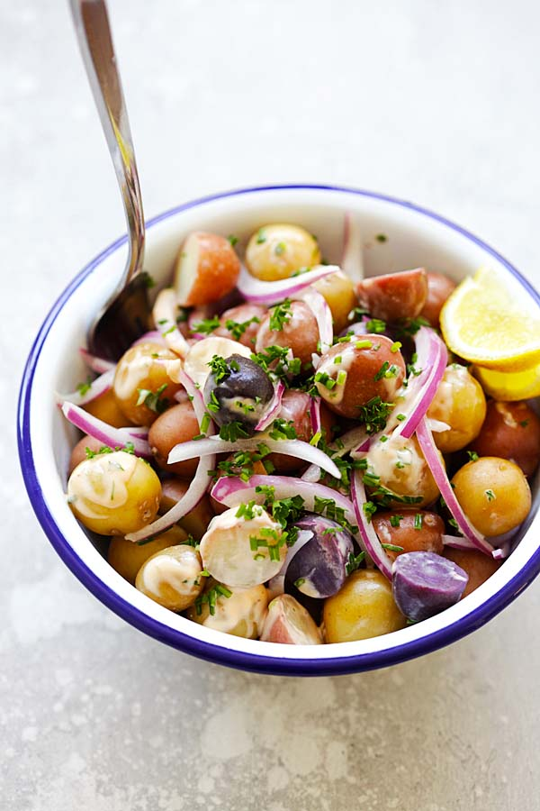 Easy and healthy homemade baby potato salad with onions, sriracha and mayo sauce.