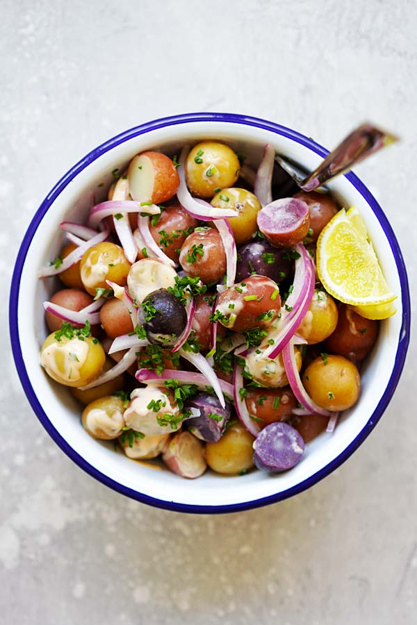Baby Potatoes Salad with sriracha and mayonnaise salad dressing.