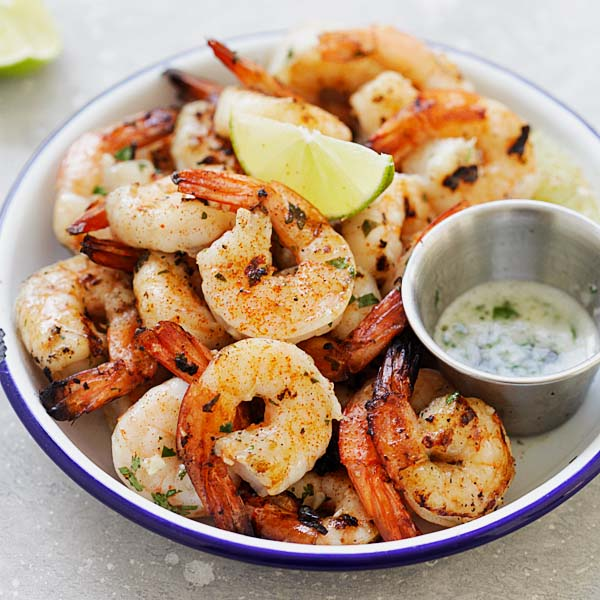 Garlic Lime Shrimp – easy shrimp recipe with garlic, butter and lime juice. Grill them or cook on a grill pan for the best shrimp dish ever | rasamalaysia.com