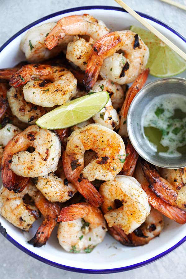Garlic Lime Shrimp - easy shrimp recipe with garlic, butter and lime juice. Grill them or cook on a grill pan for the best shrimp dish ever | rasamalaysia.com