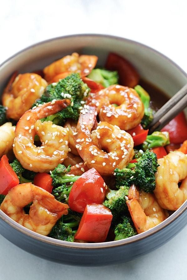 Hoisin Shrimp with Broccoli - Juicy shrimp stir-fry with San-J Hoisin Sauce and healthy broccoli. The easiest dinner for the entire family | rasamalaysia.com