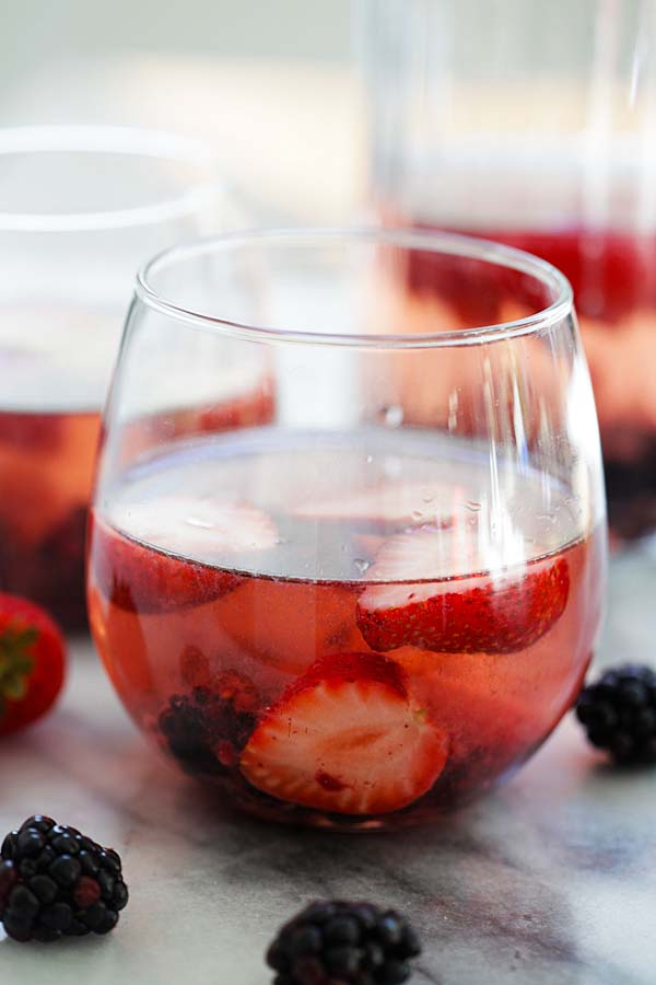 Rosé Sangria - the only summer drink you'll need. This Rosé Sangria recipe is refreshing, bubbly and loaded with summer berries | rasamalaysia.com