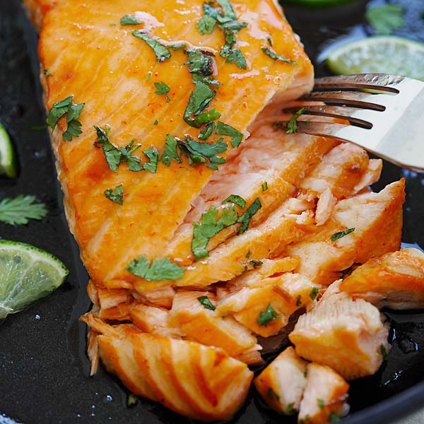 Sriracha Lime Salmon – Baked Salmon with delicious Sriracha and lime juice marinade. Moist, juicy and mouthwatering salmon recipe that you want to eat every day | rasamalaysia.com