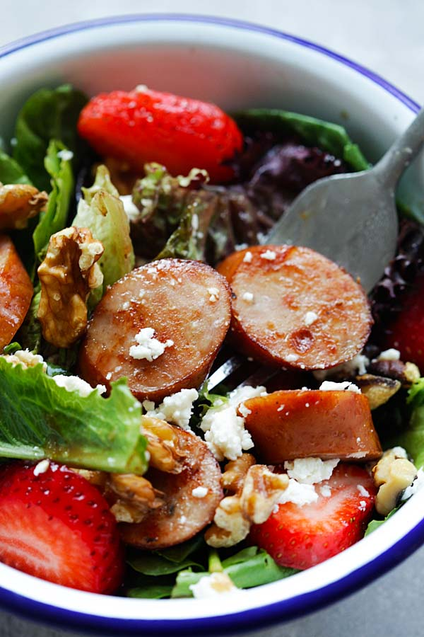 Apple Chicken Sausage Salad - healthy and refreshing salad loaded with apple chicken sausage, so good that even the pickiest eater loves it | rasamalaysia.com