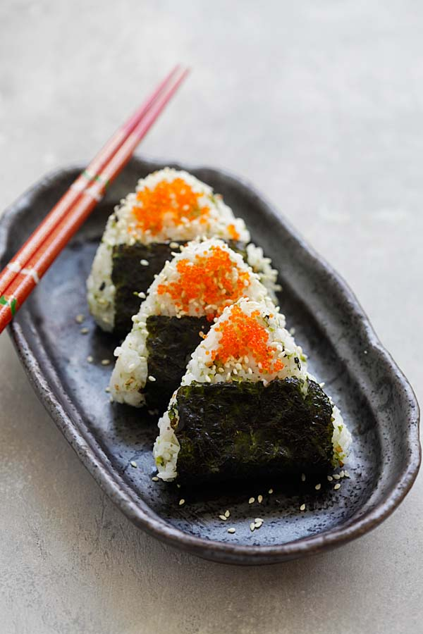 Onigiri - Easy and delicious Japanese rice balls shaped in triangles and wrapped with seaweeds. Topped with fish roes. So good | rasamalaysia.com