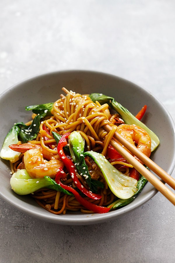 Stir fry Chinese lo mein with shrimp in brown Asian sauce.