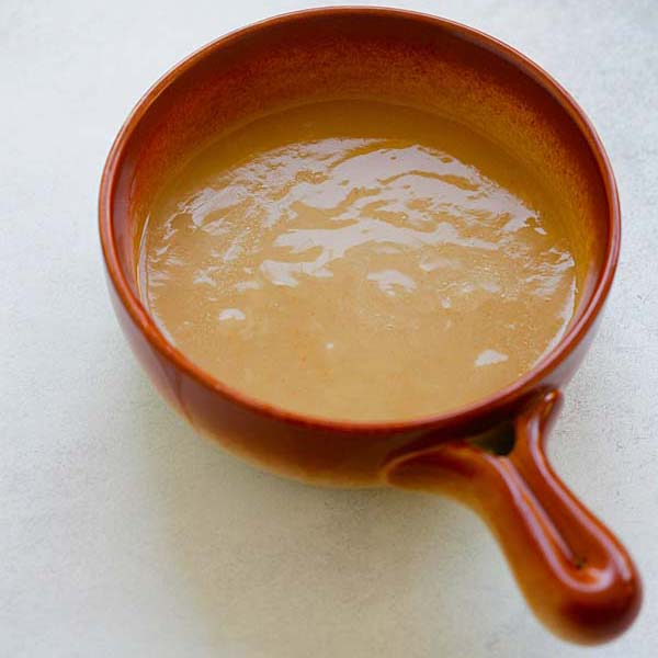Easy Gravy - quick homemade gravy with only 4 ingredients. This gravy is great for turkey, chicken, pork, steak and potaotes. So good   rasamalaysia.com