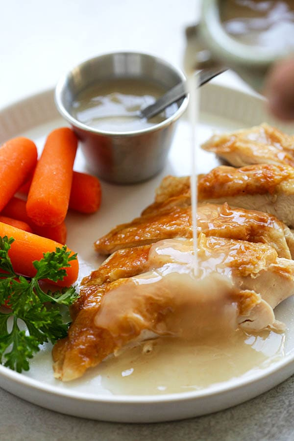 Easy Gravy - quick homemade gravy with only 4 ingredients. This gravy is great for turkey, chicken, pork, steak and potaotes. So good! | rasamalaysia.com