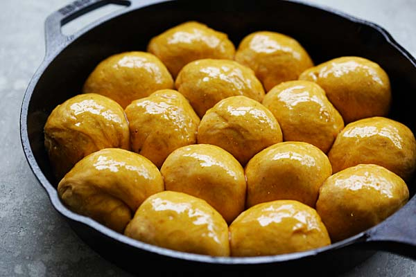 Pumpkin Dinner Rolls - easiest and best homemade pumpkin dinner rolls on skillet. So soft and pillowy you just can't stop eating   rasamalaysia.com