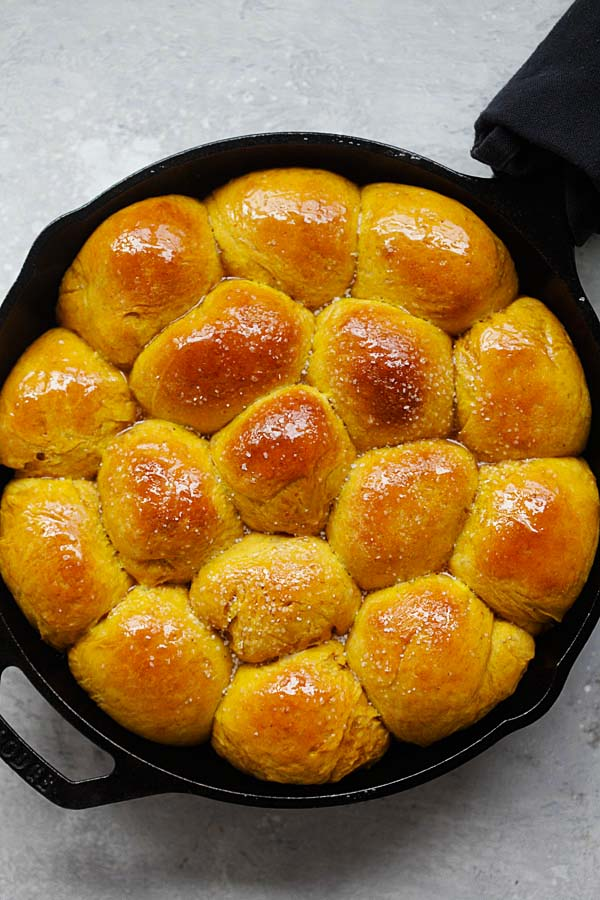 Easy and healthy homemade pumpkin dinner rolls on skillet.