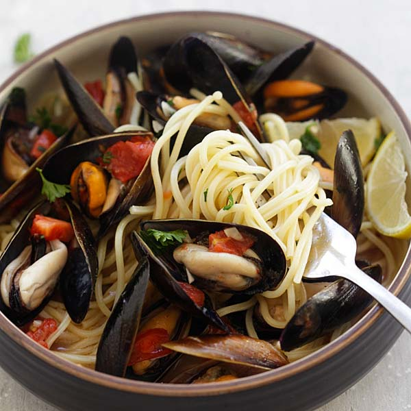 Steamed Mussels - easiest steamed mussels recipe ever, with simple ingredients and takes 20 mins. Serve with pasta for restaurant's quality dinner   rasamalaysia.com