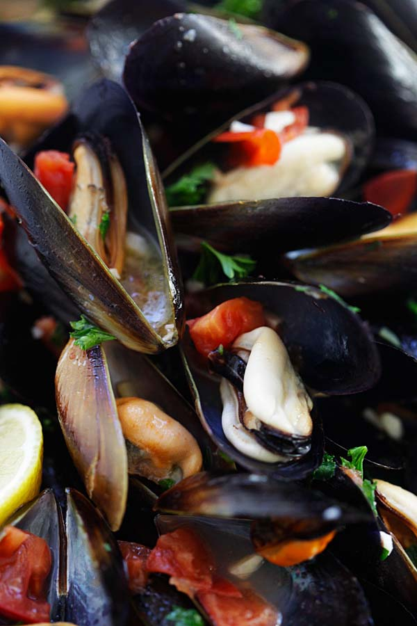 Steamed Mussels - easiest steamed mussels recipe ever, with simple ingredients and takes 20 mins. Serve with pasta for restaurant's quality dinner | rasamalaysia.com