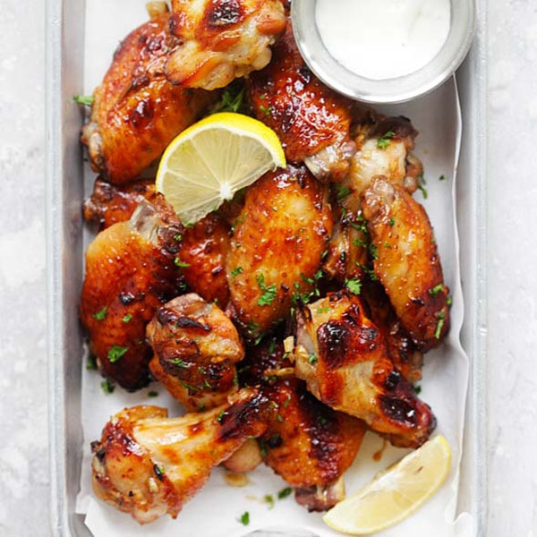 Baked Garlic Lemon Wings - easiest and best baked chicken wings that takes 10 mins active time. So delicious, garlicky and lemony   rasamalaysia.com