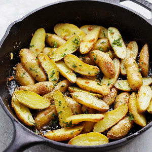 Garlic Butter Roasted Fingerling Potatoes