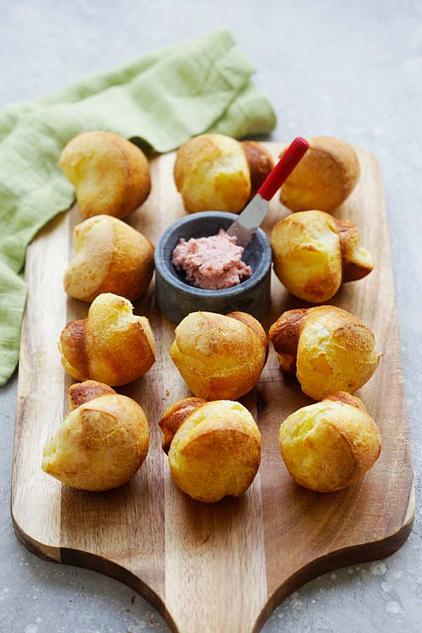 Popovers with Strawberry Butter - Nieman Marcus popovers recipe with strawberry butter. The best homemade rolls ever for any occasions | rasamalaysia.com