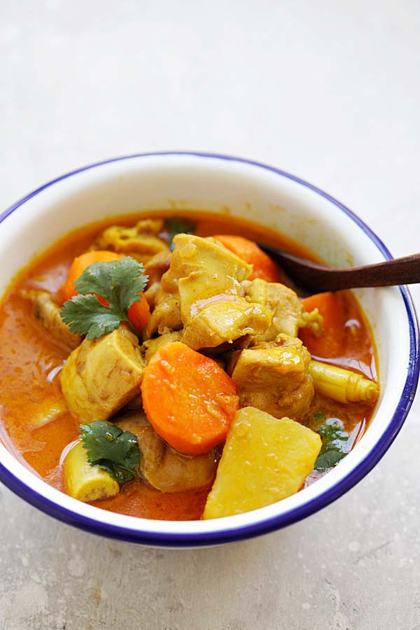 Vietnamese Chicken Curry - best Ca Ri Ga recipe ever, with tender chicken, rich curry with potatoes and carrots. This chicken curry is so good | rasamalaysia.com