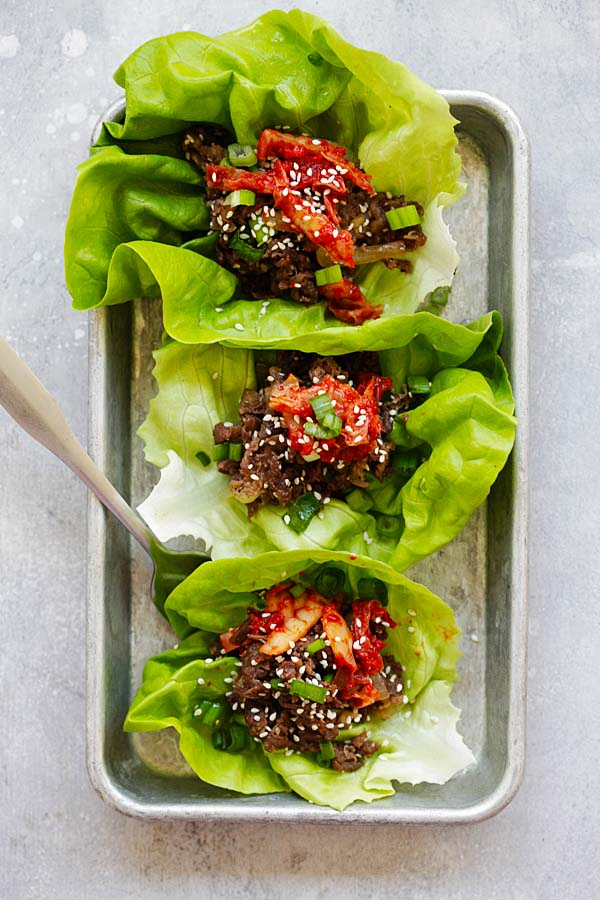 Healthy Korean beef bulgogi lettuce leaves wraps.
