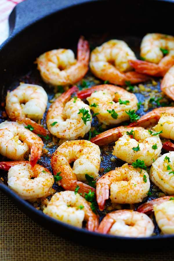 How to make garlic butter shrimp in skillet