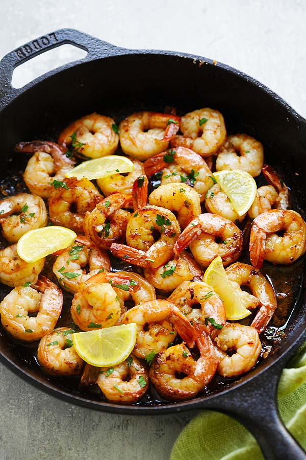 Easy homemade brown butter lemon garlic shrimps served in a skillet.
