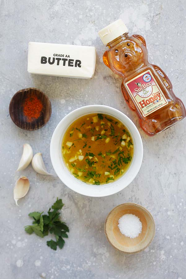 Honey garlic butter Sauce ingredients: honey, minced garlic, melted butter, salt and parsley