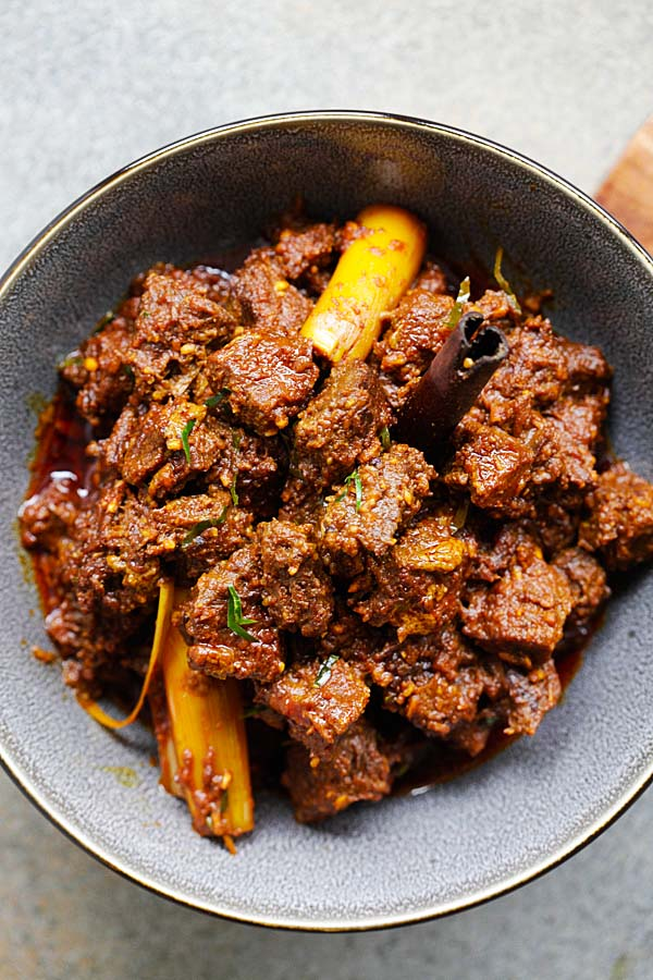 Beef Rendang - the best and most authentic beef rendang recipe you will find online! Spicy, rich and creamy Malaysian/Indonesian beef stew made with beef, spices and coconut milk | rasamalaysia.com