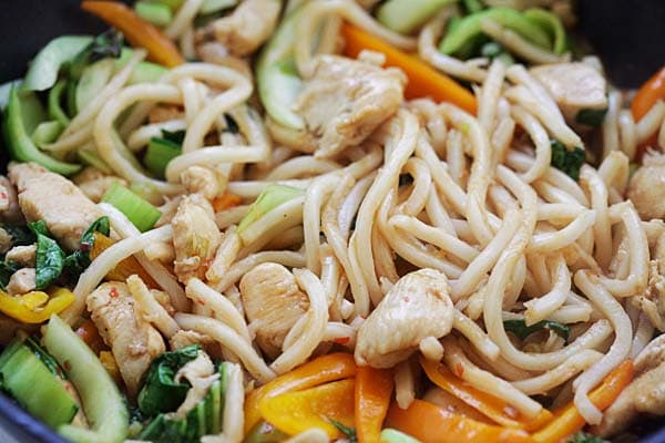 Stir-Fry Chicken with Udon in a pan.