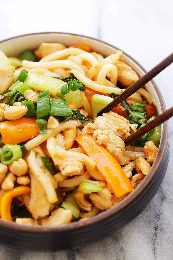 Blue Apron Stir-Fry Chicken with Udon - delightful and chewy udon noodles blend seamlessly with tender chicken and sauteed peppers and bok choy. It's all complete with garnishes of scallions and crunchy cashews | rasamalaysia.com