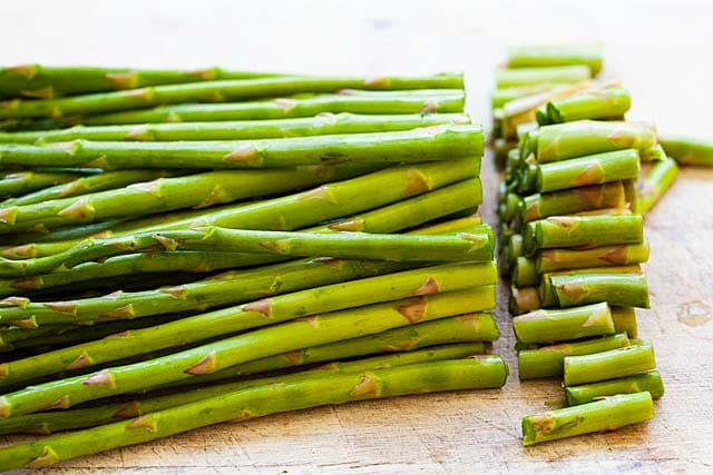 How to cut asparagus?