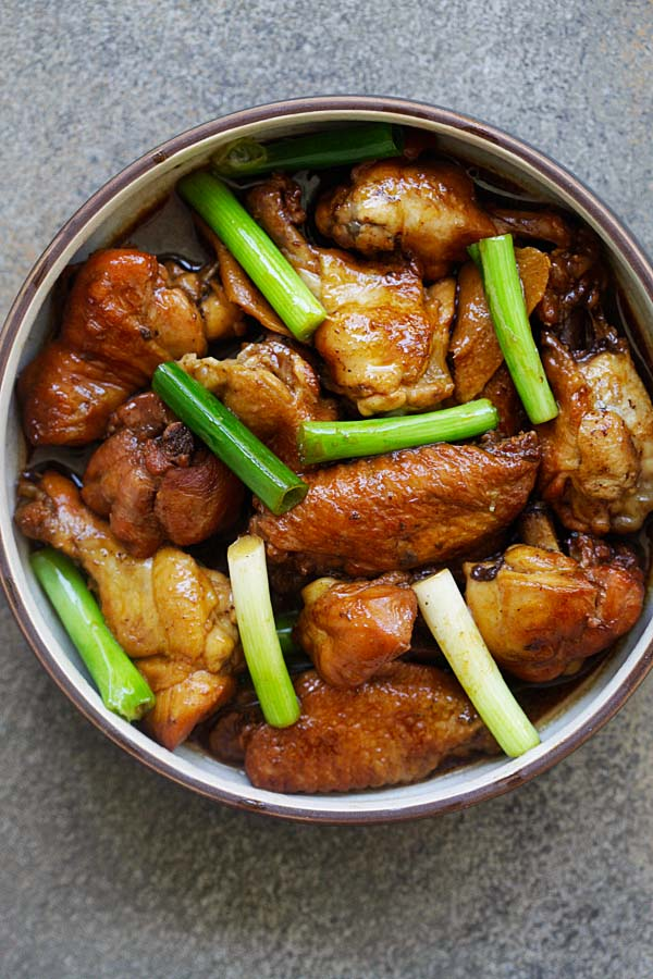 Ginger Soy Chicken - easy and delicious Asian braised chicken with ginger and soy sauce. This recipe takes only 4 main ingredients and 8 minutes in Instant Pot | rasamalaysia.com
