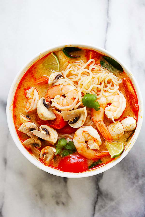 thai-shrimp-noodle-soup – quick and easy Thai shrimp noodle soup made with instant ramen noodles. Loaded with shrimp, mushrooms, herbs, tomatoes and mouthwatering Thai Tom Yum soup. So good! | rasamalaysia.com