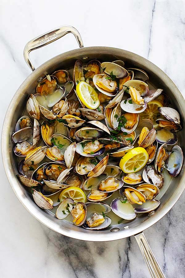 Steamed clams with beer, garlic, parsley and lemon.